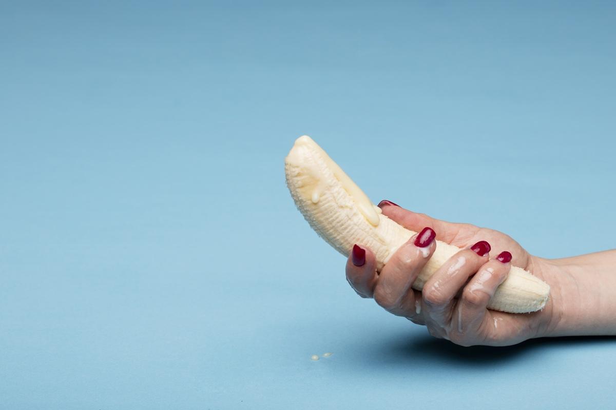 banana female hand