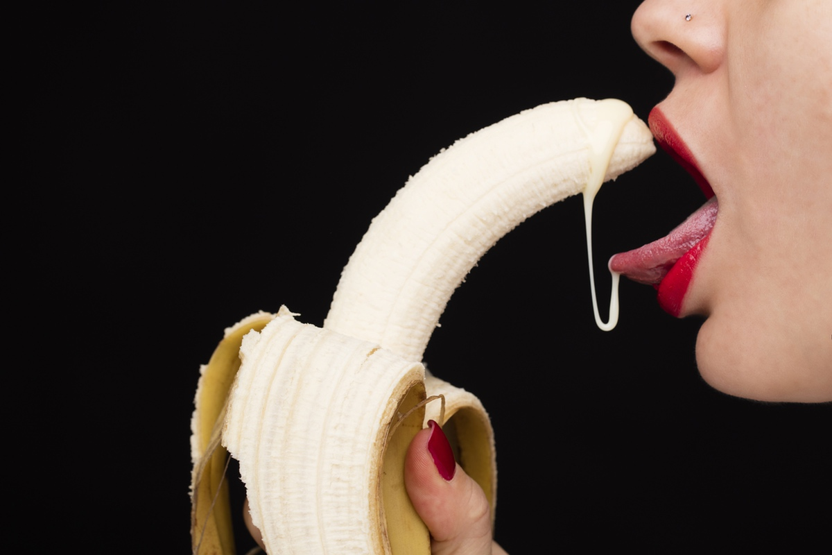 banana lips resembling oral