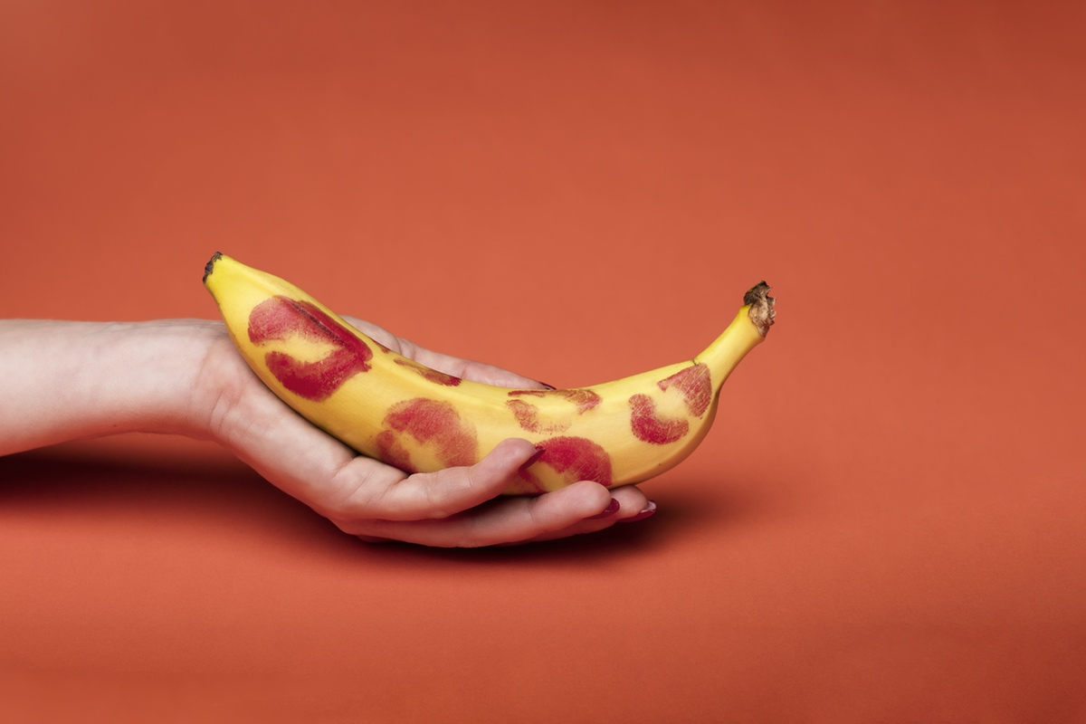 free erotic photo hand banana holding