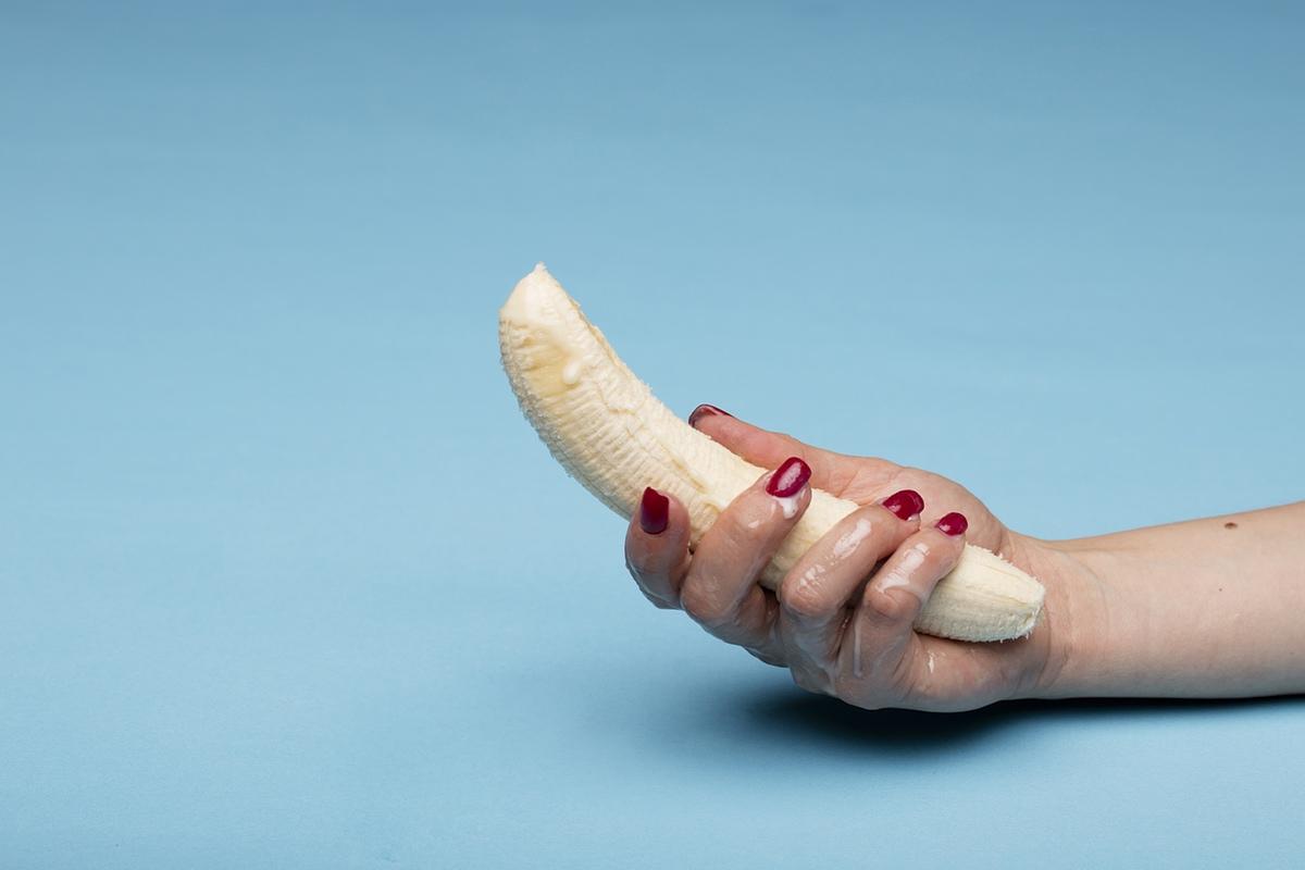 hand holding banana nail