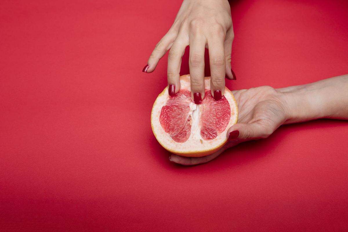 hand pomegranade kinky